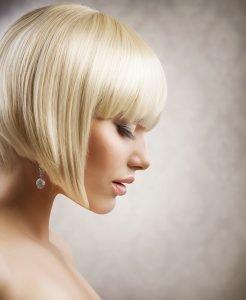 semiraccolto capelli corti lisci