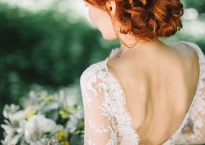 Acconciatura Raccolta con fiori Sposa